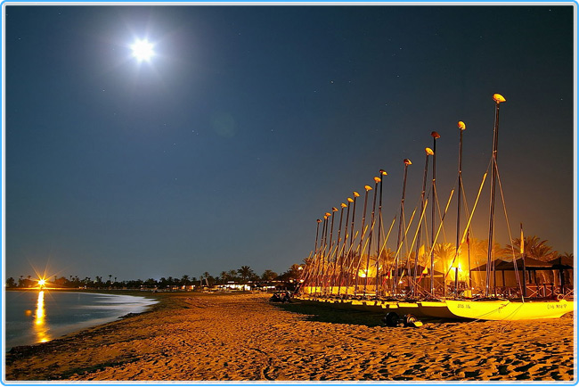 Берег Туниса ночью